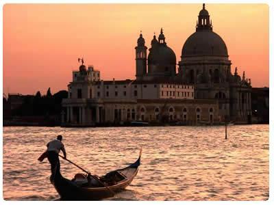 Venezia-sposa-ideale-per-matrimonio-romantico-ed-onirico-made-in-Italy.jpg