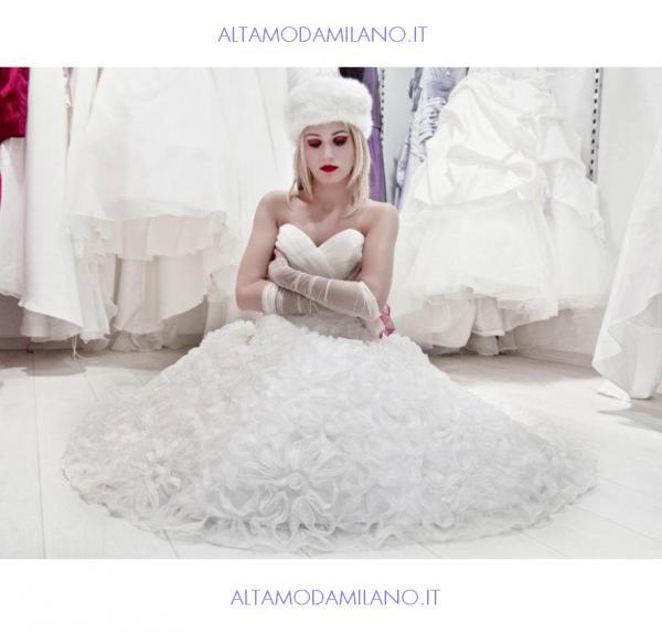 Abiti-da-sposa-2013-le-spose-di-milano-made-in-ALTAMODAMILANO.IT-elegante-e-femminile.jpg